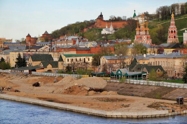 Вид на Строгановскую церковь и Нижегородский кремль с Канавинского моста
