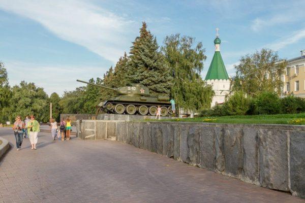 Памятник танку Т-34-85 в Нижегородском кремле