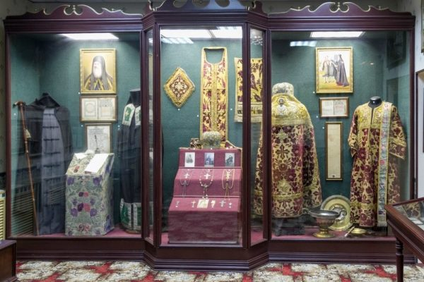 Одежда монашествующих, богослужебная утварь и награды духовенства