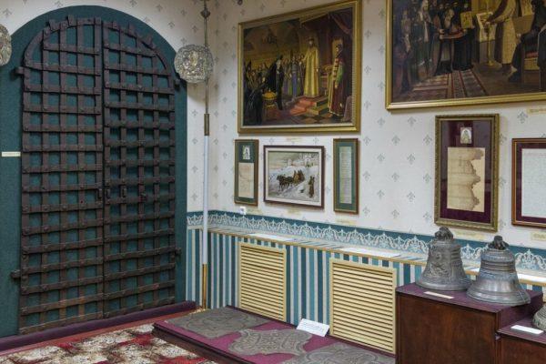 Входные двери из Вознесенского собора