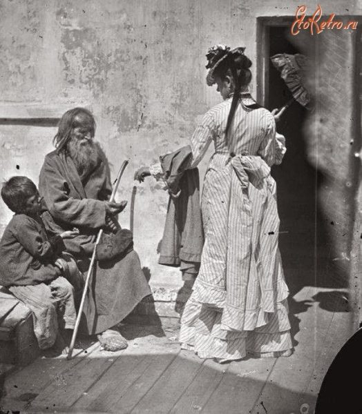 Дама подает милостыню у церкви (Нижний Новгород 19 века)