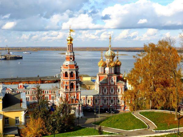 """Рождественская церковь, полное название """"Церковь Рождества пресвятой Богородицы"""", построена в 1719 году. Этот архитектурный стиль получил название """"Строгановское барокко""""."""