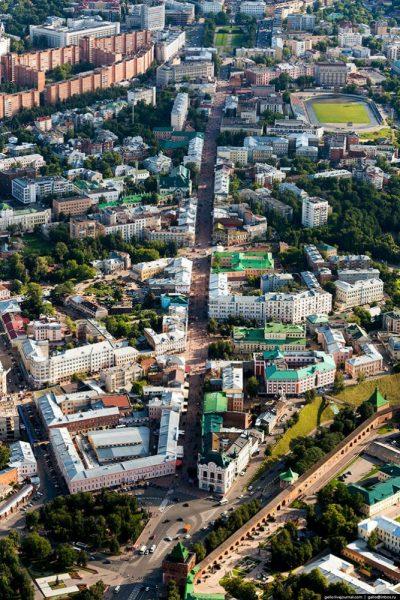 «Покровка» (Большая Покровская улица) — пешеходная улица в исторической части города. Туристы часто называют её Нижегородским Арбатом.