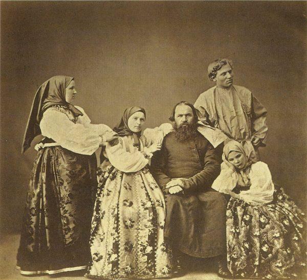 Крестьяне Богородского уезда Тульской губернии. Фото А.О. Карелина. 1870 г