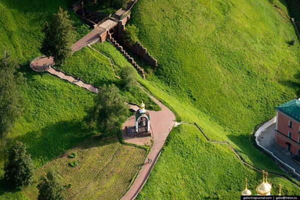 Набатный колокол и место, где проходил первый в России фуникулёр или элеватор, как его называли нижегородцы.