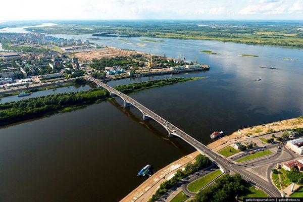 Канавинский мост — первый из постоянных городских мостов через Оку.