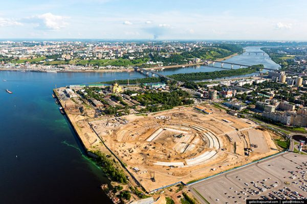 Строящийся футбольный стадион «Нижний Новгород». Включён в заявочный список стадионов, в которых могут быть проведены игры финального турнира Чемпионата мира по футболу–2018.