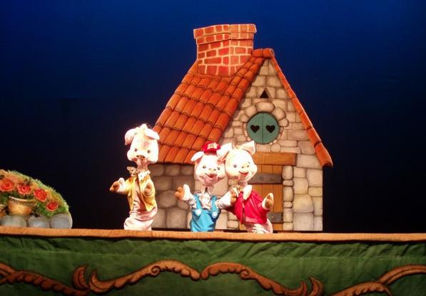 Кукольный спектакль Три поросенка и волк