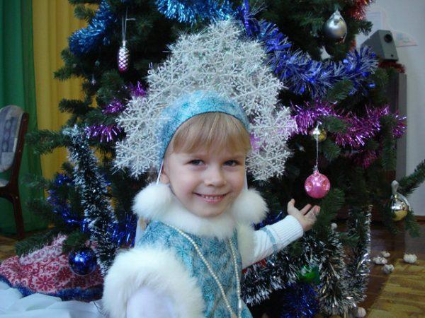 Корона и костюм снежинки своими руками