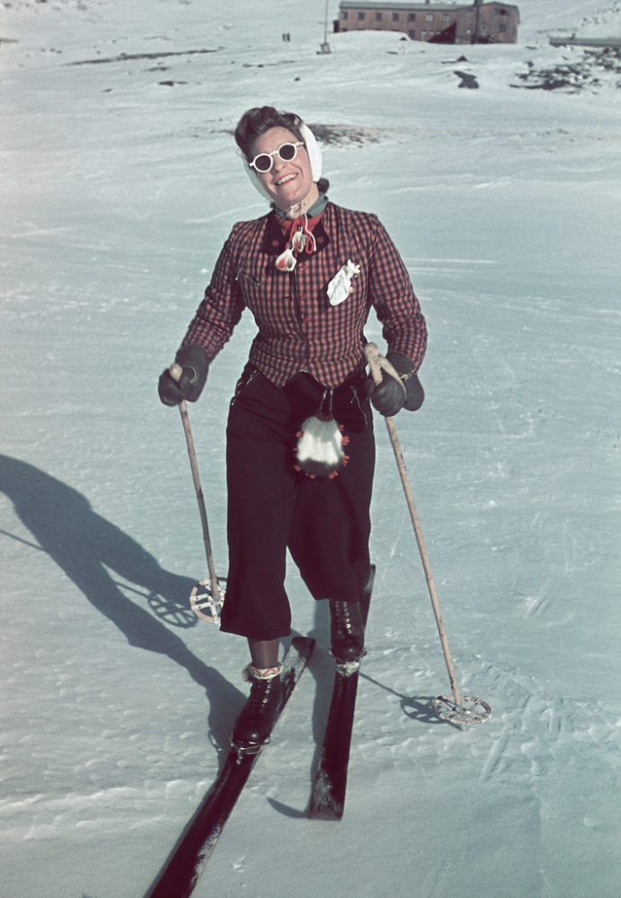 Счастливая шведская лыжница:
