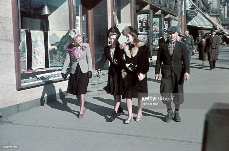 Жители Осло во время немецкой оккупации, 1941: