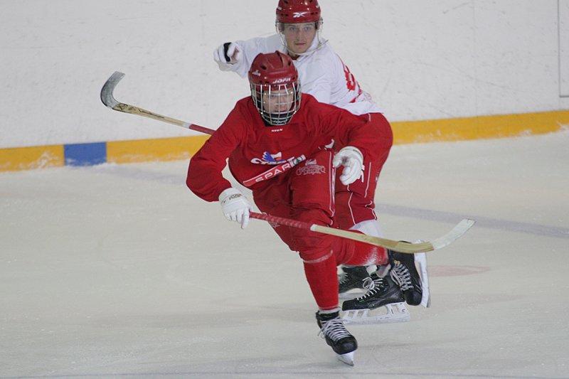 Игра хоккейных команд «Старт-2» — «Родина-2»