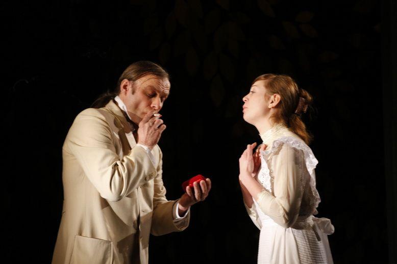 «Гранатовый браслет» Пьеса А. Песегова по одноимённому рассказу в 2-х действиях.