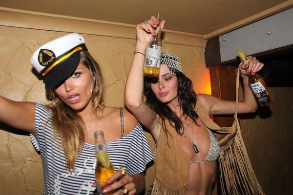 пьяные женщины на вечеринках
