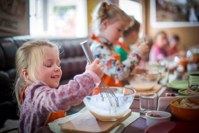 Пустите детей на кухню в ресторане Salvador Dali