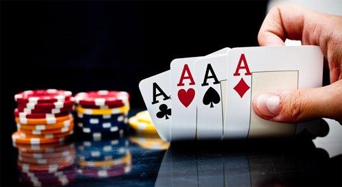 Вечер и ночь покера в Holiday House