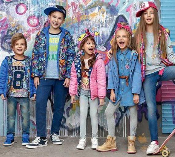 Распродажа модной детской одежды со скидками до 50%