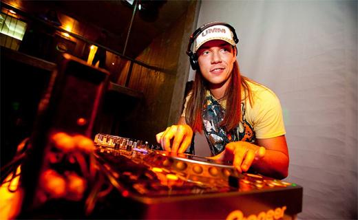 DJ 909