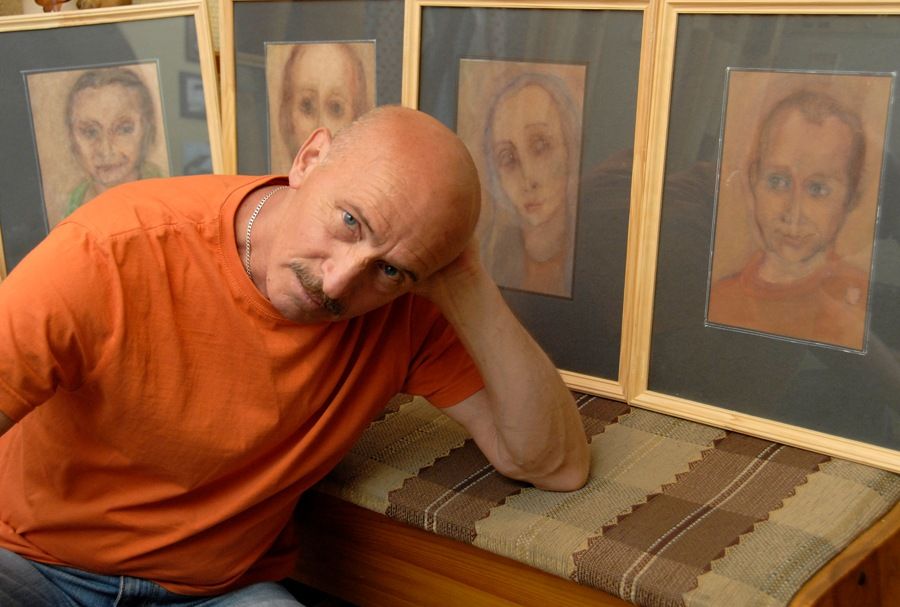Выставка  Виктора Бердакова Грим-асы