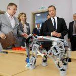 Вместо передовых разработок: Медведеву показали игрушку!