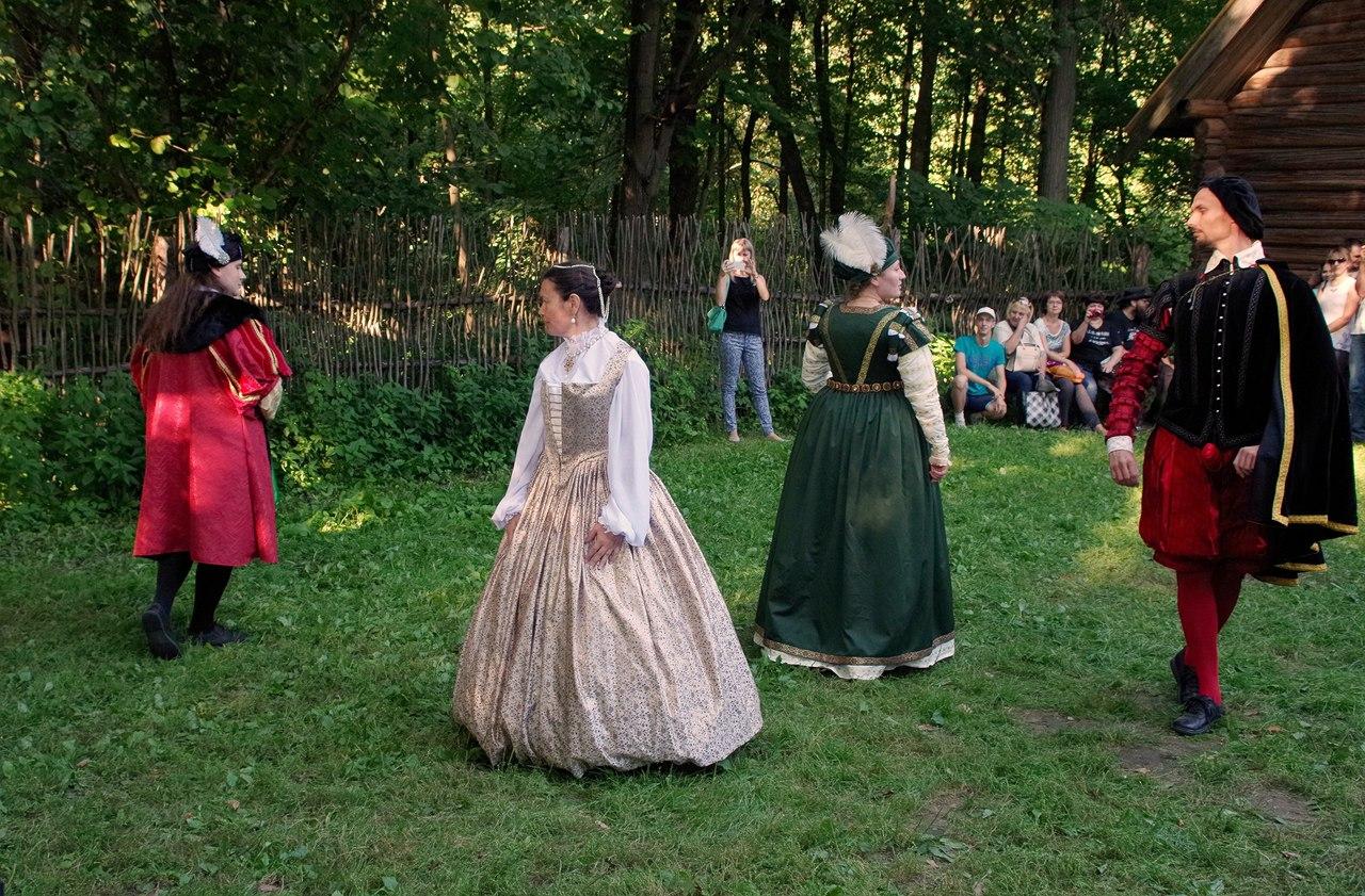 Занятия по историческим танцам для начинающих