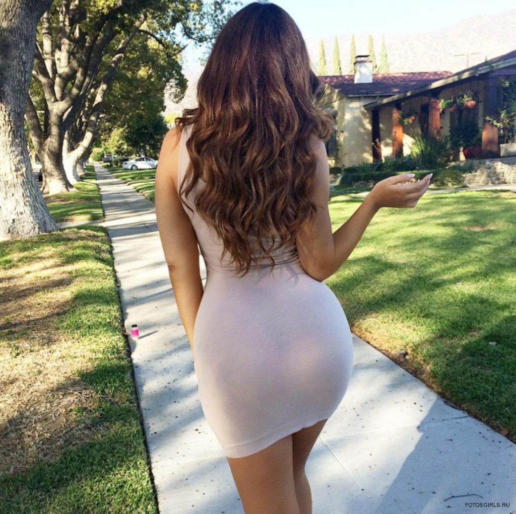 Попки в прозрачных платьях