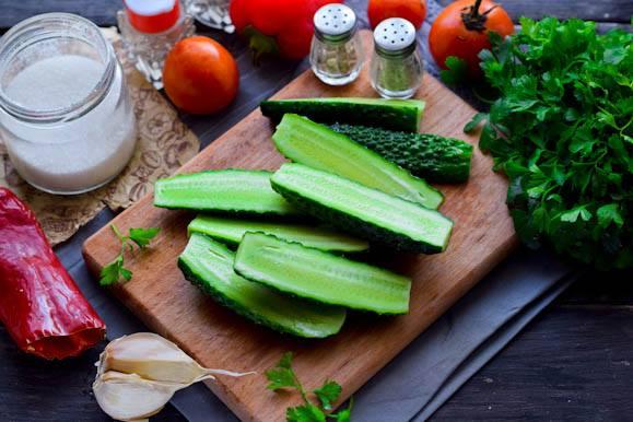 Мастер-класс Тёплый салат с битыми огурцами