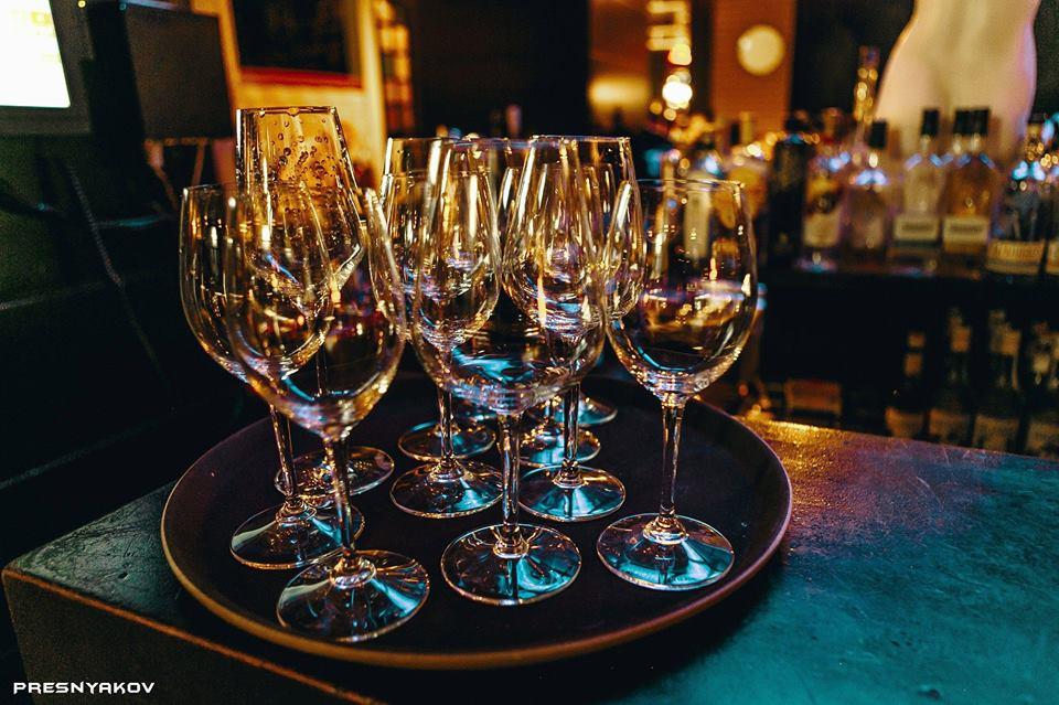 Слепая дегустация вин в Caramel