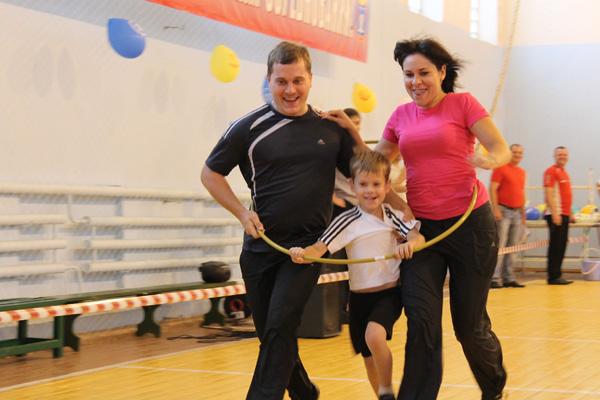 семейный праздник -Мама + Я = Спортивная семья