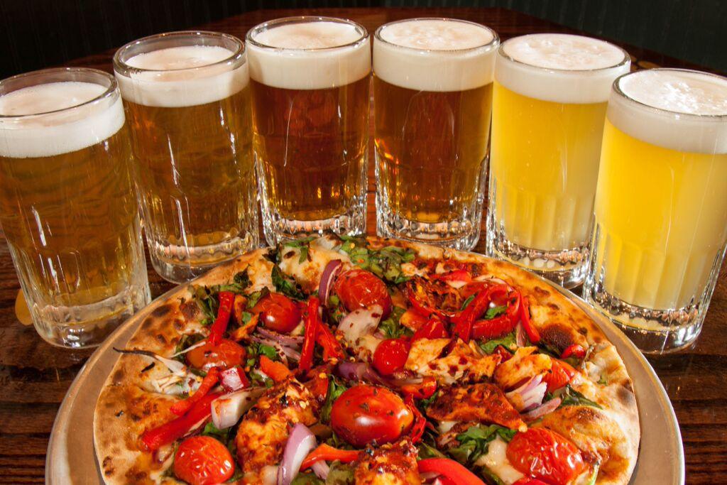 Ресторанный день. Пицца, пиво, ништяки.