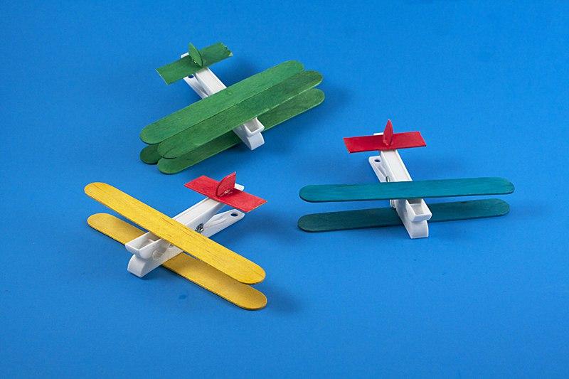 Мастер-класс «Самолет из прищепок»
