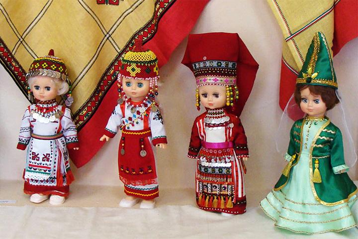 Выставка кукол Здравствуй мир!