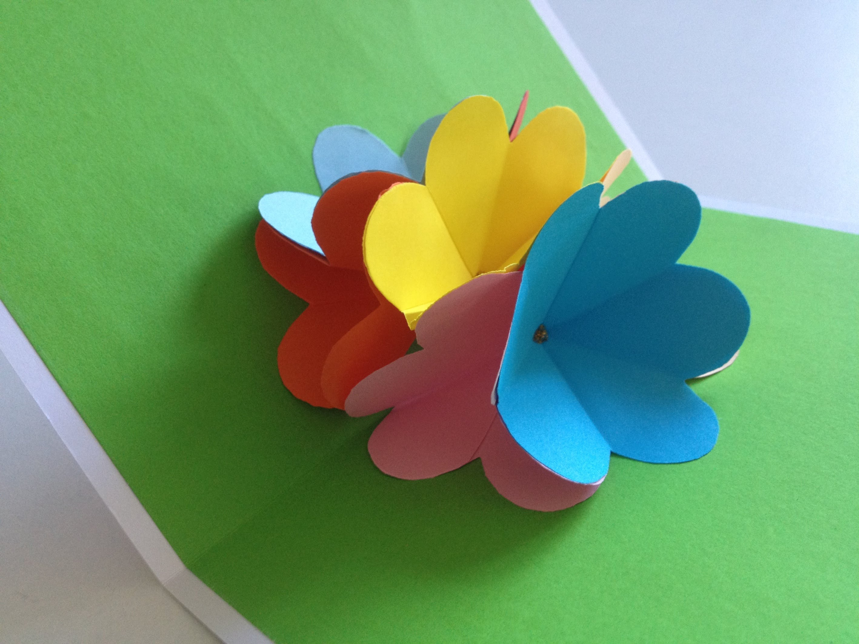 Цветок внутри открытки из бумаги видео