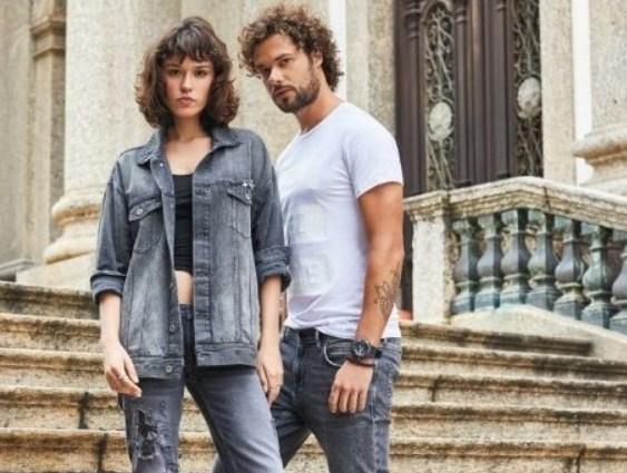 Джинсы и рубашки со скидкой 50%