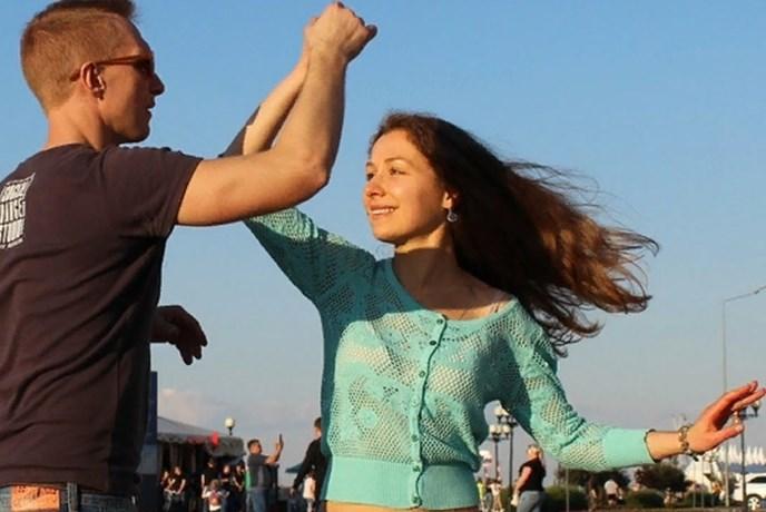 Танцуем под открытым небом!
