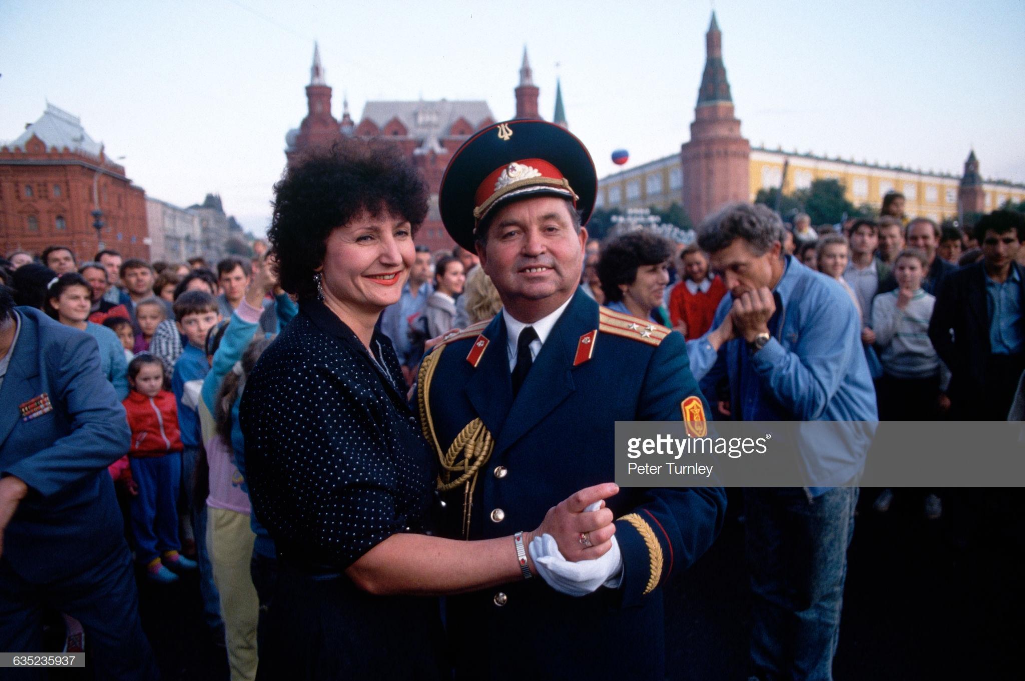 14. Пара танцует на праздновании Дня Москвы