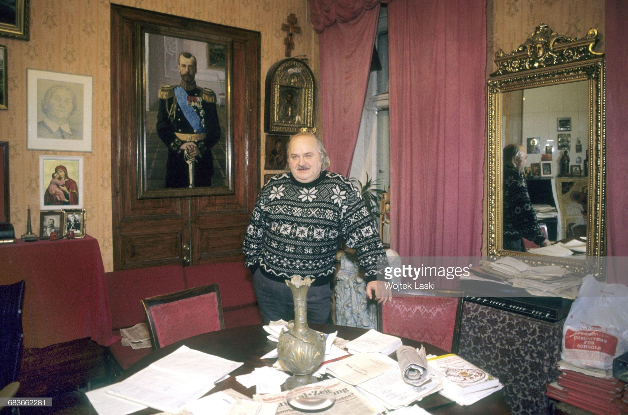 7. Дмитрий Васильев в своей квартире. Декабрь
