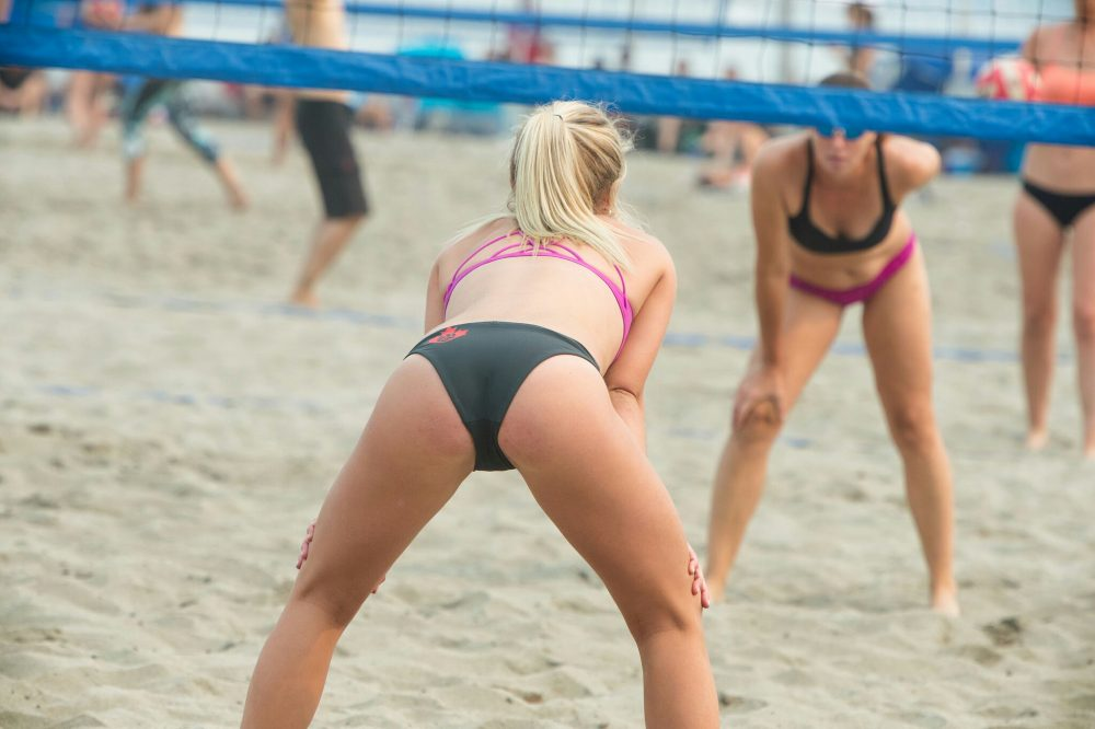 womens-beach-volleyball-topless