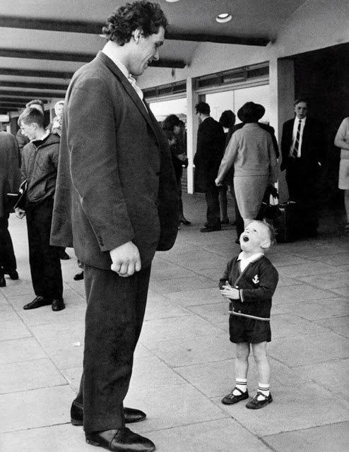 17. André meets a young fan in the late 1970s.