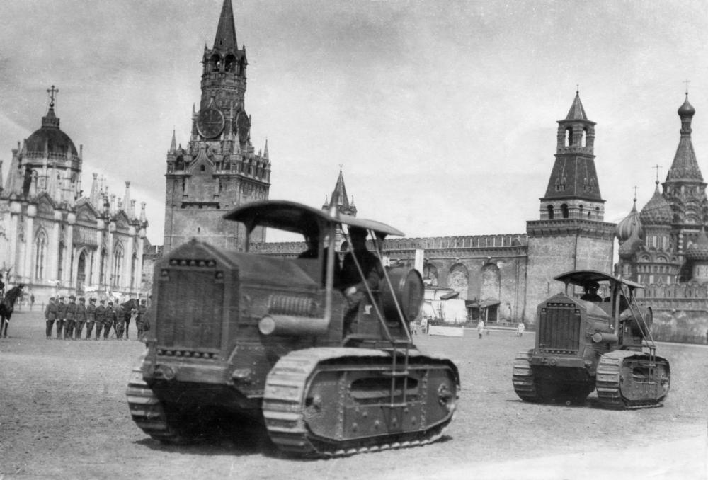 Поездка афганского короля Амануллы-хана в СССР. Два трактора в подарок от Советского Союза