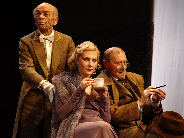 театральный дивертисмент «Вишневый сад» на сцене МХАТа»