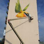 Граффити и Стрит-Арт Колибри высотой в 32 метра