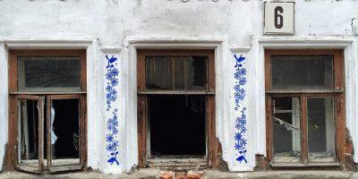 Граффити и Стрит-Арт Старая фаянсовая чашка