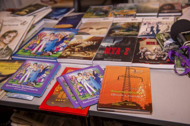виртуальная выставка книг «Нижний начинается с кремля»